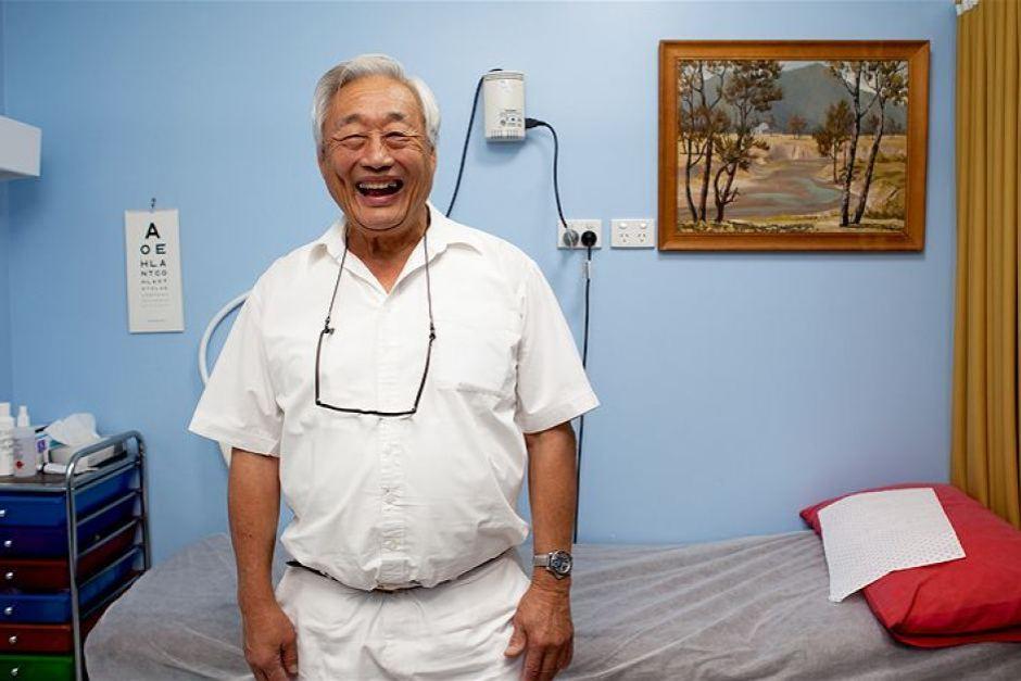 09-陳利德在昆省小鎮行醫半世紀。