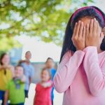 4校园欺凌何时休?调查发现,一半的澳人在学校或工作中受到过欺凌3-416×312
